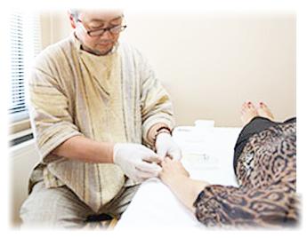 鍼灸の施術風景